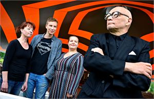 Matti Mustajärvellä on Kavalkadissa luonnerooli, taustalla Marianne Oivo, Panu Valo ja Anna-Kaisa Kettunen. ESKO KESKI-VÄHÄLÄ