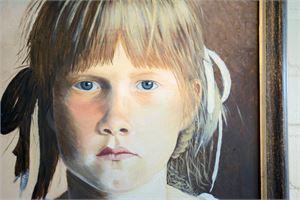 Kaija Konolan muotokuva omasta tyttärestä onnistui, vaikka se oli hänen ensimmäinen öljyvärimuotokuvansa.
