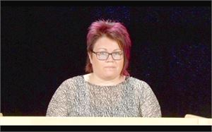 Uutisankkurin tehtävän hoitaa Mari-Liisa Haka.