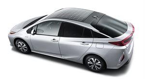 ToyotaPriuksen pistokehybridiversion aurinkopaneelikatto saadaan myös Suomeen. Katto on lisävaruste, ja hinta on toistaiseksi avoin. Myynti alkaa vuoden 2017 puolella.