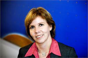 Pietarsaarelainen Anna-Maja Henriksson antaa voimakasta kritiikkiä jälleen hallitukselle.