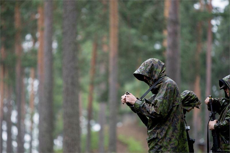 Keskusrikospoliisi kerää tietoja muodostaakseen kokonaiskuvan tilanteesta. KRP:tä pyydettiin tutkimaan onko Puolustusvoimissa ohjeistettu kaksoiskansalaisten kohtelussa. Kuva: Kati Laukkanen