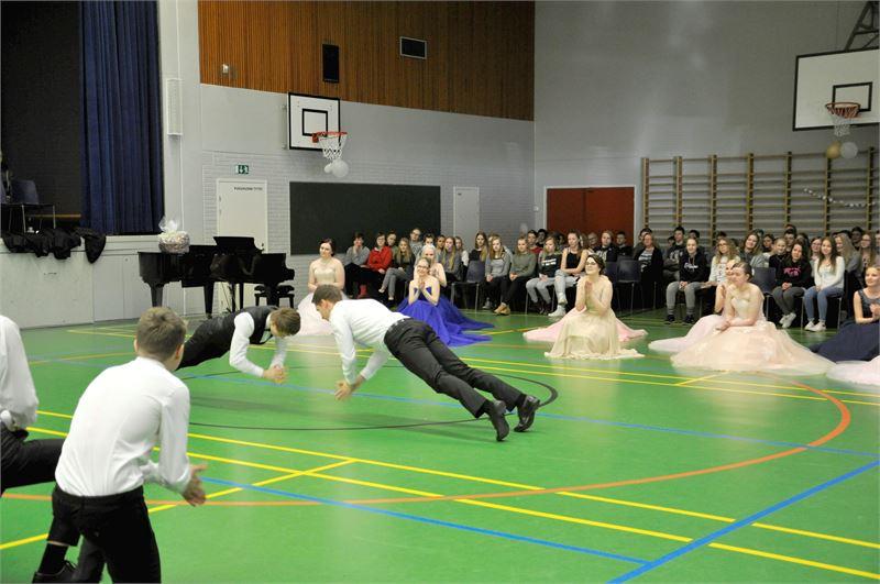 Freestylessä nähtiin poikien otteita tanssibattlessa.