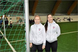 Jenny Järvelä ja Rebecca Rasmus järjestävät yhteistyössä GBK:n kanssa jalkapallotapahtuman tytöille Kokkolassa.
