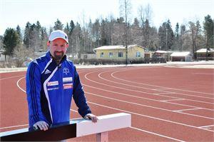 Jouni Kykyri odottaa Kälviän kentän vihkiäiskilpailujen kiinnostavan urheilijoita.