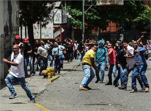 Venezuelan levottomuuksissa on tiettävästi kuollut nyt 98 ihmistä. Maassa on osoitettu mieltä hallitusta ja presidentti Nicolas Maduroa vastaan jo useita kuukausia. LEHTIKUVA/AFP