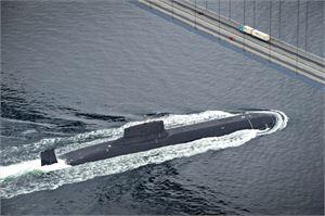 Barents Observer -julkaisun mukaan sukellusvene seilasi Iso-Beltin salmen kohdalla veden pinnalla.  LEHTIKUVA/AFP