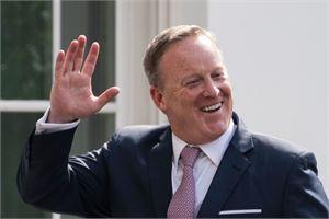 Sean Spicer ilmoitti erostaan perjantaina. LEHTIKUVA/AFP