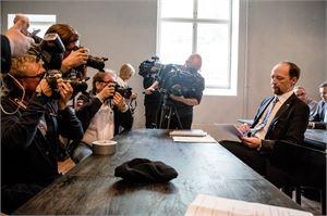 Perussuomalaisten puheenjohtaja Jussi Halla-aho ihmettelee, miksi perustuslakiin ollaan nyt valmiita kajoamaan kiireellisellä aikataululla.