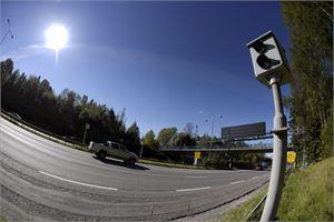 Nopeusvalvonnan ajan päällä ovat kaikki käytössä olevat automaattivalvontakamerat, mikä tarkoittaa, että valvontaa tehdään noin 120 kameralla ympäri Suomen. LEHTIKUVA / Antti Aimo-Koivisto