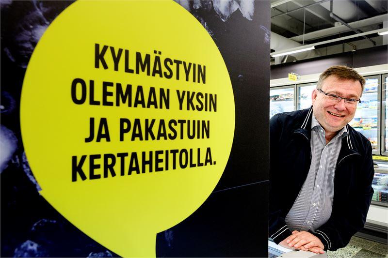 Ari Isohella  kertoo Halpa-hallin raikastavan ilmettään ja imagoaan. Kuva: Jukka Lehojärvi