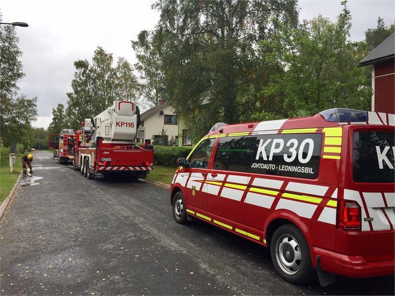 Useita pelastuslaitoksen yksiköitä hälytettiin keskiviikkona vähän puolen päivän jälkeen Untamonkadulle Kokkolassa. KP/JUKKA LEHOJÄRVI