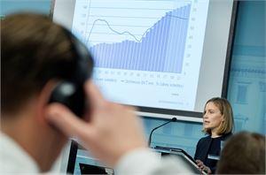 Finanssineuvos Marja Paavonen esitteli valtiovarainministeriön taloudellista katsausta tiistaina Helsingissä.