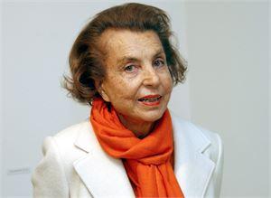 Liliane Bettencourt kuvattuna vuonna 2004. L'Orealin perijä menehtyi torstaina 94-vuotiaana.