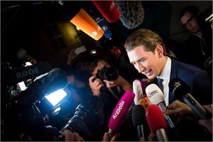 Kyselyiden ennustamalla tuloksella Itävallan pääministeriksi olisi nousemassa ÖVP:n Sebastian Kurz. LEHTIKUVA/AFP