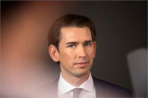 Keskusta-oikeistolaisen kansanpuolueen ennustettu voitto nostaisi puolueen 31-vuotiaan johtajan Sebastian Kurzin uudeksi liittokansleriksi. LEHTIKUVA/AFP