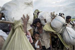 Rohingya-pakolaisia saapumassa Myanmarista Bangladeshiin Naf-joen ylityksen jälkeen 9. lokakuuta. LEHTIKUVA / AFP