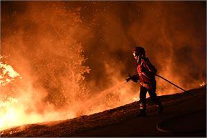 Viikonloppuna roihahtaneita tulipaloja epäillään tahallaan sytytetyiksi. LEHTIKUVA/AFP