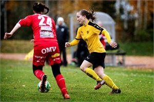 Maria Häll (oik.) ja Roosa Immonen jatkavat sunnuntaina kamppailua naisten liigapaikasta.