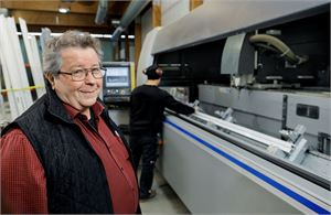 Seuraavaa sukupolvea edustava Kim Lindqvist on ottanut ohjat Metallilasi Oy:n toimitusjohtajana. Samaan aikaan Bobi Lindqvist jatkaa tuotekehittelyä uuden yhtiön nimissä.  Kuva Jan Sandvik