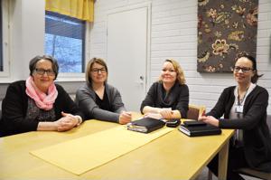 Anja Vänttilä, Marjukka Hosionaho, Johanna Hourula ja Helena Eskola ovat jo nyt tyytyväisiä lastensuojelun uuteen malliin.