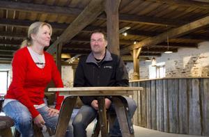 Maaseudun kehittäjäpariskunta Elina ja Markku Päivärinta valittiin tämän vuoden raudaskyläläisiksi.