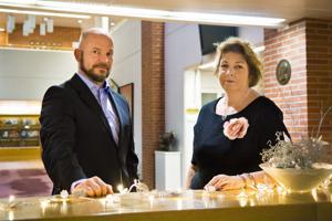 Anni Sarjanoja ja Timo Alatalo aikovat työskennellä jatkossakin Nivalan kaupungin palveluksessa.