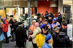 Kuhinaa Mediakulmassa. Keskipohjanmaan satavuotisjuhlan kunniaksi järjestetyt avoimet ovet kiinnostavat yleisöä.