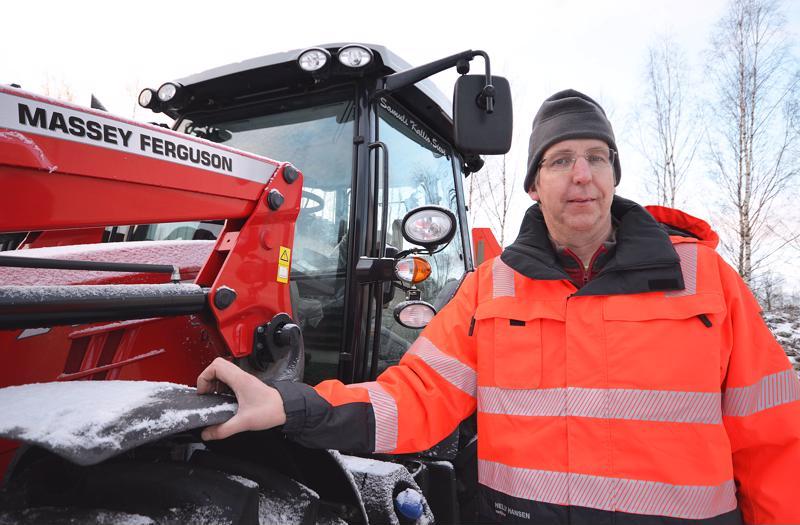 Samuli Kallio aloitti kuljetusuransa traktorin ratissa.