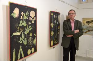 Pala kouluhistoriaa. Kannuslainen sukututkija Matti Heiniemi on koonnut Galleria Justukseen näyttelyn vanhoista koulutauluista. Esimerkiksi Ebba Meselinin piirtämät kasvitaulut tunnetaan ulkomailla saakka.