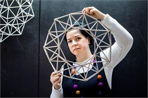 Himmelikranssista on helppo aloittaa, Julia Sudakova näyttää mallia.
