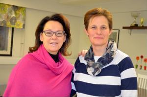 Hyvän mielen talon Päivi Isojärvi ja Saila Heikkilä valmistautuivat perjantaina iltapäivällä pitämään kurssia sairastuneiden omaisille.