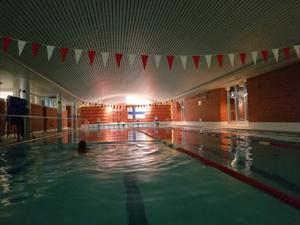 Yöuinnit uintihaasteen aikaan olivat yllättävän suosittuja. Hiljaisinta oli aamuöisin neljältä.