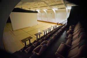 Tuiskulan elokuvateatterin penkit ja valkokangas ovat viittä vaille valmiit ensimmäiseen näytökseen.