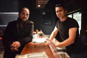 Feriz Shabami (vas.) ja Limon Bedrolli avaavat uuden yökerhon Ylivieskaan.