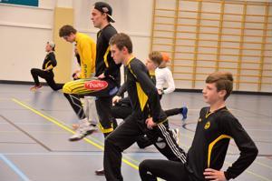 Potkua porukkaan. Nälkäiset nuoret tuovat lisää virtaa joukkueeseen. Se pistää kokeneemmatkin pelimiehet harjoittelemaan tosissaan.
