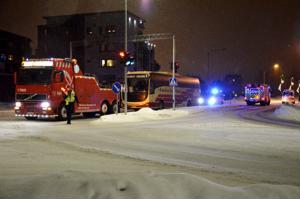 Bussin lisälämmityslaite kärähti Ylivieskan keskustan Hakalahden valoristeyksessä vilkkaan liikenteen aikaan torstaina iltapäivällä.