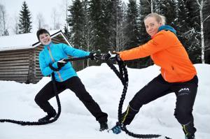 Katja Klemettilä ja Minna Huhmarniemi ryhtyvät liikuntakeskusyrittäjiksi. Köyttä vedetään yksissä tuumin ja samaan suuntaan – toisin kuin kuvassa.
