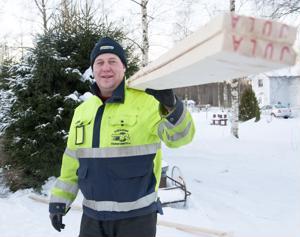 Talvella on hyvä tehdä remonttia, kun ei ole sääskiä, tuumii Kari Hukka.