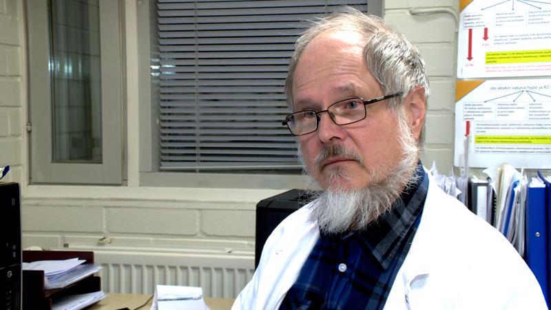 Lääkäri Kimmo Kuisma varoittelee tartuntataudeista. Kuva: Timo Varila