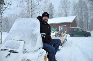 Vielä tällä viikolla ammattikalastaja Marko Tenhusen moottorikelkka sai odottaa rannalla järvelle lähtöä. Järvelle lähtemisen intoa on hillinnyt myös viimepäivien sankka sumu.