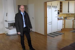 Kiinteistönvälittäjä Jan Riska uskoo, että Pietarsaaren asuntokauppa elpyy kuluvan vuoden aikana.