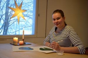 Kannukseen muuttanut Essi Peltoniemi toimii nykyään kokopäiväisenä yrittäjänä muotoilualalla, kun perheen poika, Jason, aloitti päivähoidossa.