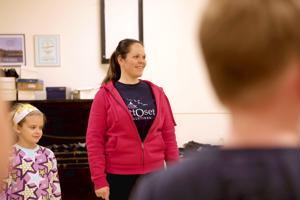Marika Timonen on tanssinut Kaustisen nuorisoseuran tanhuryhmissä 5-vuotiaasta lähtien.