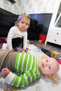 Aurora pitää hyvää huolta pikkusisaristaan.