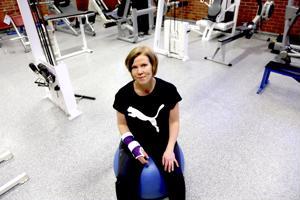 Mari Järvelä on joutunut opettelemaan pyytämään apua arkisiin asioihin. Aloittava yrittäjä saa molemmat kädet käyttöönsä helmikuussa, mutta fysioterapeuttina Järvelä tietää, että siitä alkaa vasta kuntoutus.