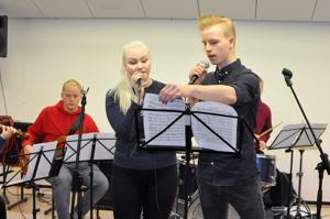 Suvi Linna ja Viljami Riihimäki pääsevät eläytymään normaalielämästään poikkeaviin rooleihin Suruttomat-musikaalissa.
