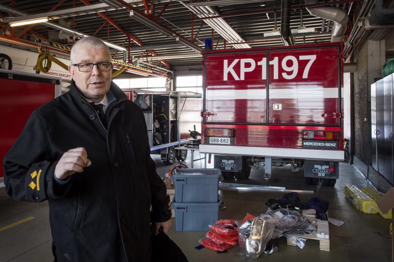 Pelastusjohtaja Jaakko Pukkinen suunnittelee Kokkolan vanhan paloaseman tilalle uutta rakennusta yhteistyössä Kokkolan kaupungin kanssa.