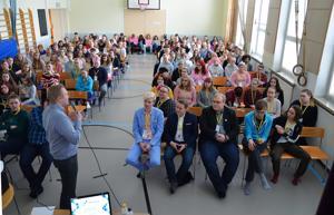 Kansanedustaja Antti Kurvisen yhteiskunnallinen vaikuttaminen alkoi Ylihärmän nuorisovaltuustosta. Hän antoi vinkkejä tuleville vaikutajille Ylivieskassa lauantaina.