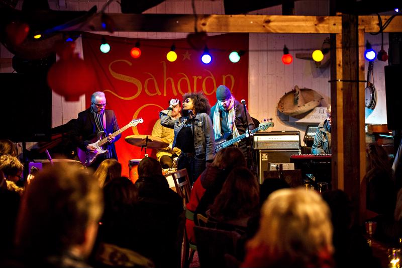 Kahvila Saha on ollut suosittu kulttuurikahvila. Shaun Booker on esiintynyt siellä Wentus Blues Bandin soittajien kanssa.